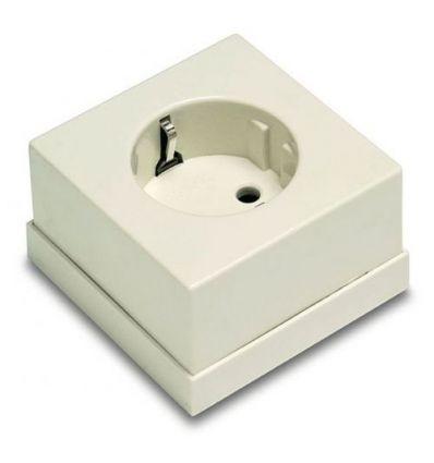 Base 5023b ttl superf.65x65 bco.16a-250v de famatel caja de 10